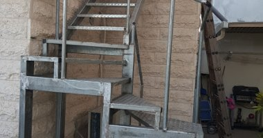 בניה והתקנת מדרגות ומעקות מתכת